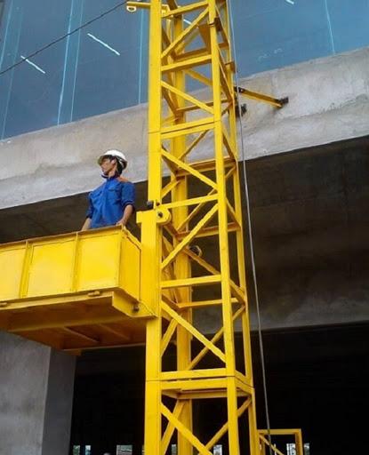 Thang nâng hàng xây dựng