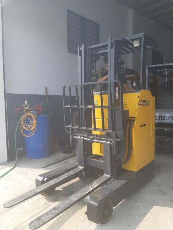 Xe nâng điện thủy lực Komatsu